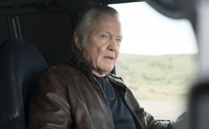 Jon Voight as Mickey Donovan in RAY DONOVAN (Season 4, Episode 05). - Photo:  Michael Desmond/SHOWTIME - Photo ID:  RayDonovan_405_67.R