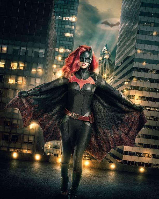 Batwoman-Costume-Arrowverse.jpg